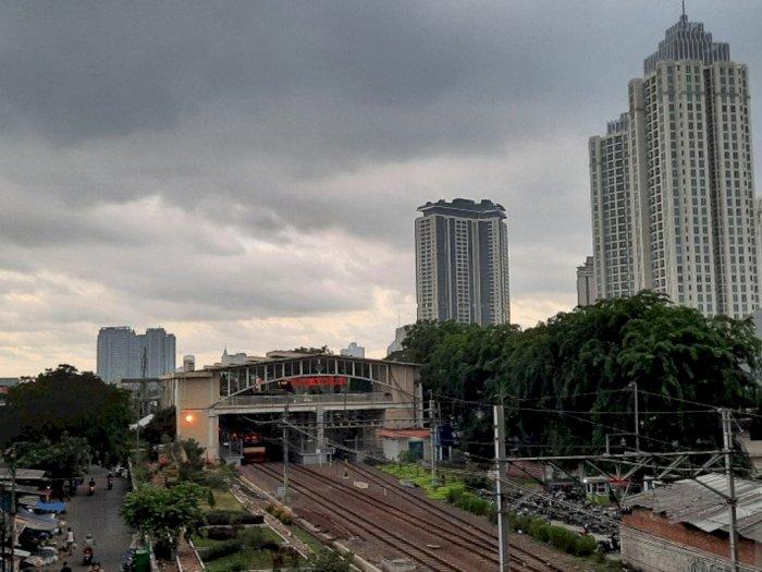 BMKG: Hujan Petir dan Angin Kencang akan Guyur Jakarta Hari Ini