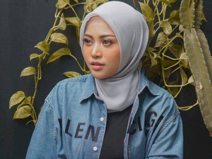 Unggah Foto Tanpa Hijab di Hari Ibu, Rachel Vennya Bikin Heboh Netizen
