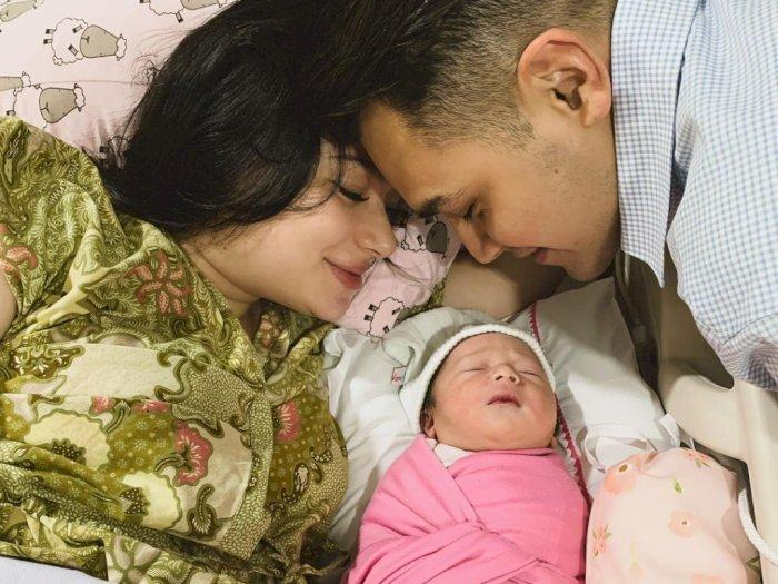 Asmirandah Tulis Pesan Manis nan Menyentuh untuk Putrinya yang Baru Lahir
