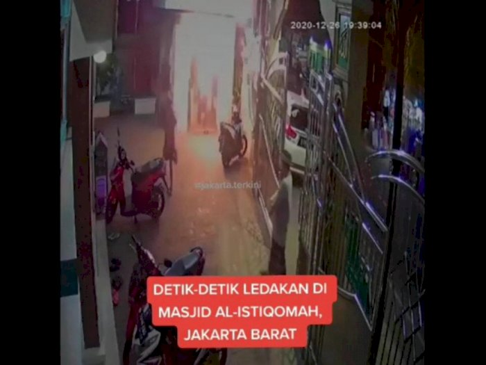 Jamaah Masjid Al-Istiqomah Cengkareng Amankan Pria Lempar Bom Molotov, CCTV Rekam Aksinya
