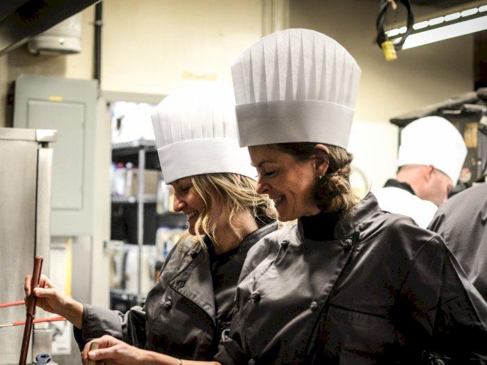 Sejarah Panjang Topi Putih Tinggi Para Chef