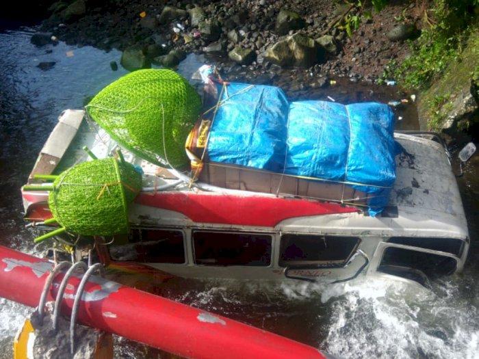 Kecelakaan Beruntun Libatkan 7 Kendaraan Terjadi di Jalan Raya Padang-Bukittinggi