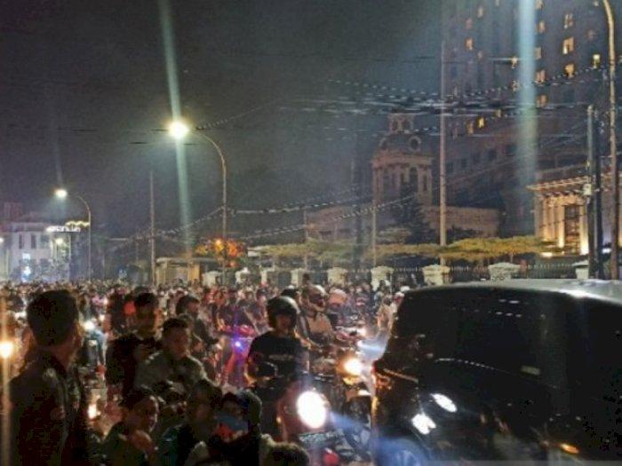 Petugas Bubarkan Konvoi Malam Tahun Baru: Mohon Semua Kembali ke Rumah Masing-masing