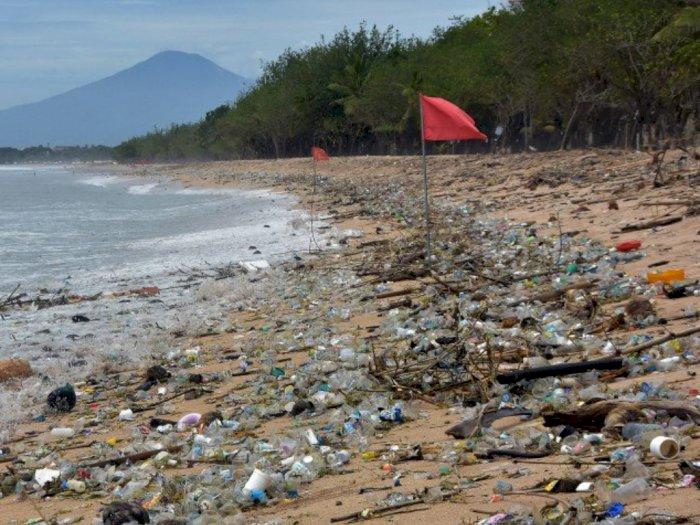 Miris di Awal Tahun 2021, 30 Ton Sampah Ada di Pantai Kuta Bali, 70 Persen Sampah Plastik