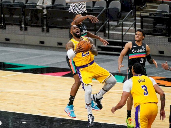 FOTO: Lakers Kembali Kalahkan Spurs 109-103