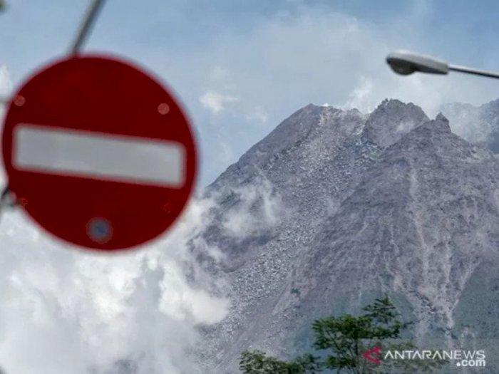 Gunung Merapi Keluarkan Guguran Material Sejauh 1,5 Km