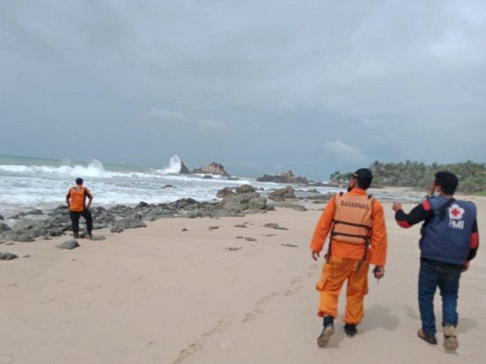Sudah 3 Hari, BPBD Banten Belum Temukan Wisatawan yang Terseret Arus di Pantai Cibobos