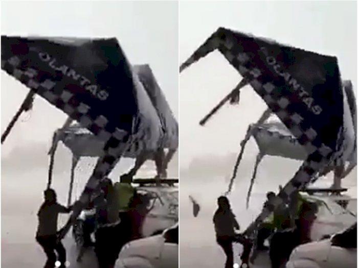 Detik-detik Tenda Posko Polisi Terbang Ditiup Angin Kencang di Gerbang Tol Cikarang
