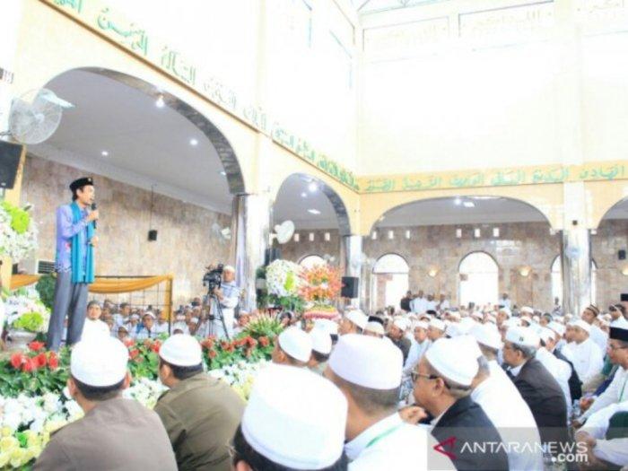Langgar Prokes Covid-19, Polisi Bubarkan Kerumunan Jemaah Pengajian UAS di Medan