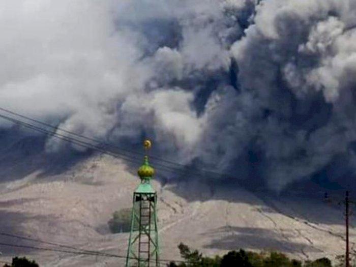 Gunung Sinabung Kembali Erupsi, Tinggi Kolom Abu Vulkanis Capai 1000 Meter