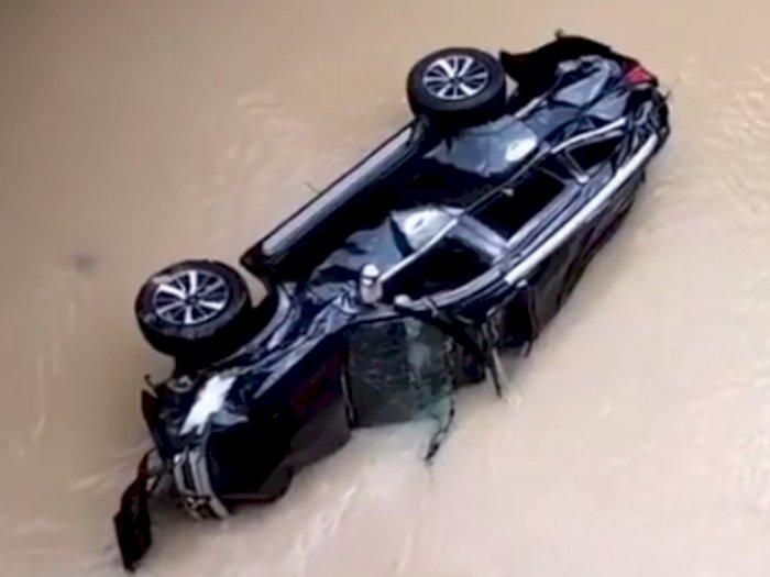 Miris! Begini Kondisi Mobil Pajero Sport Setelah Terjun Bebas ke Sungai