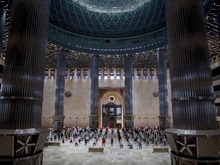 FOTO: Shalat Jumat di Masjid Istiqlal
