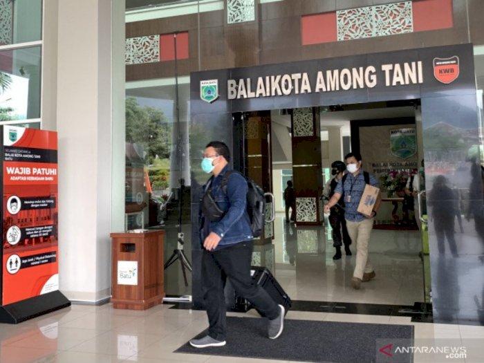 KPK Geledah Ruang Kerja Wali Kota Batu Dewanti Rumpoko, 2 Koper Dibawa