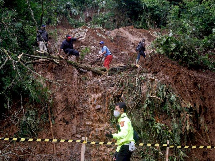 FOTO: Tanah Longsor Puncak Bogor