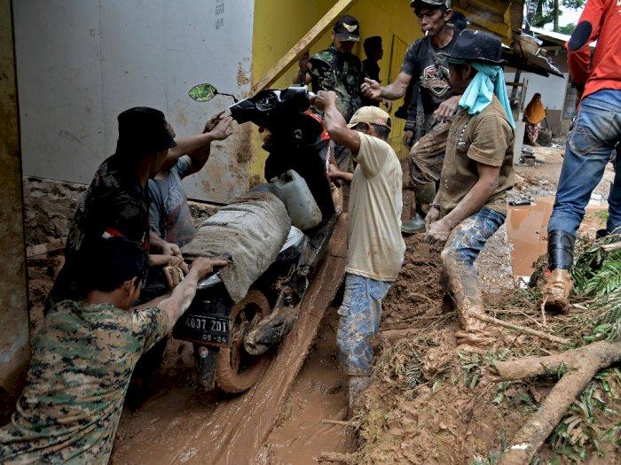 FOTO: Tanah Longsor di Talegong Garut