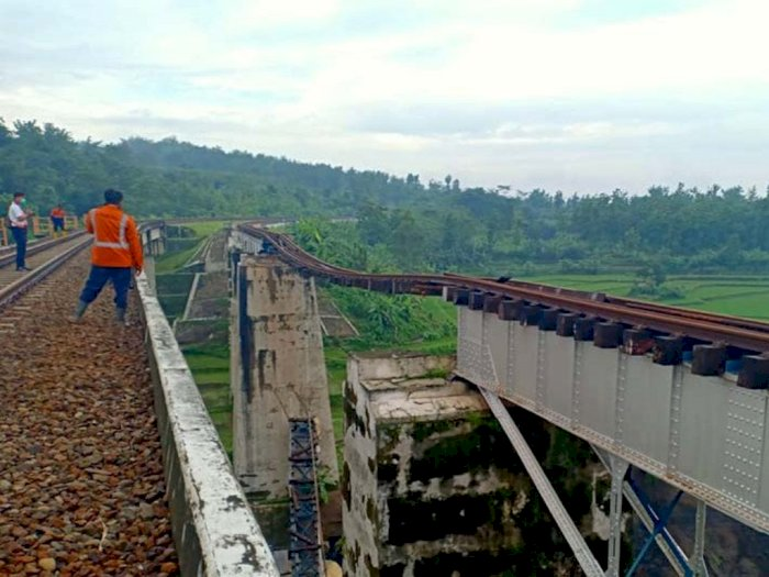 Jembatan Kereta Api Ambles, Perjalanan KA Lintas Purwokerto Dialihkan