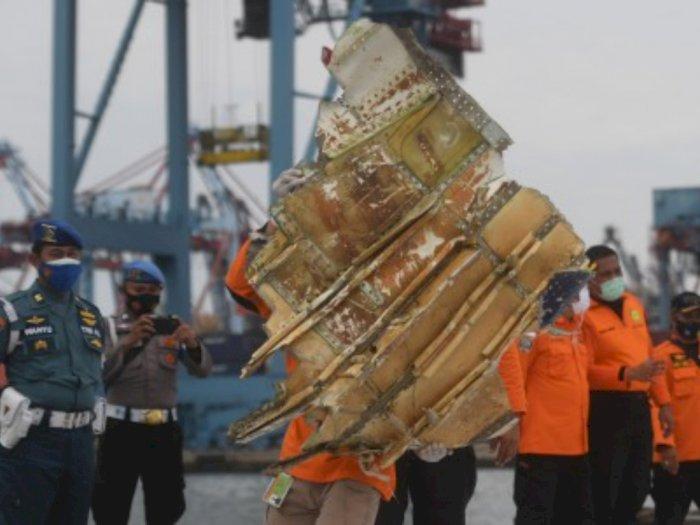 Puing Pesawat Ditemukan, KNKT Sebut SJ 182 Diduga Tidak Meledak Sebelum Jatuh ke Laut