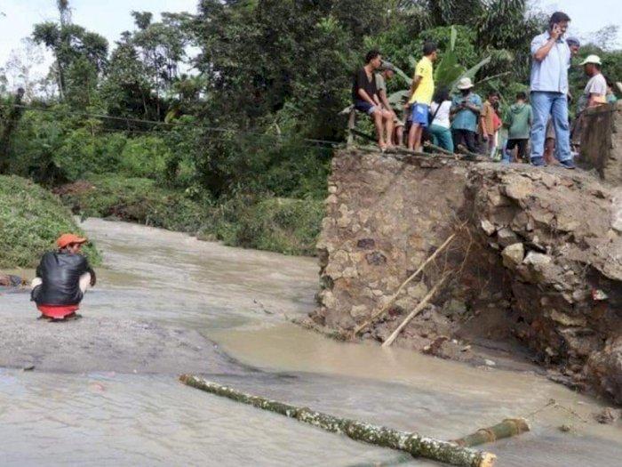 Air Sungai Meluap karena Hujan Deras, Dua Jembatan di Kecamatan Panei Putus