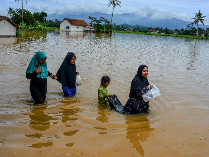 FOTO: 400 Rumah Warga Terendam Banjir di Tasikmalaya