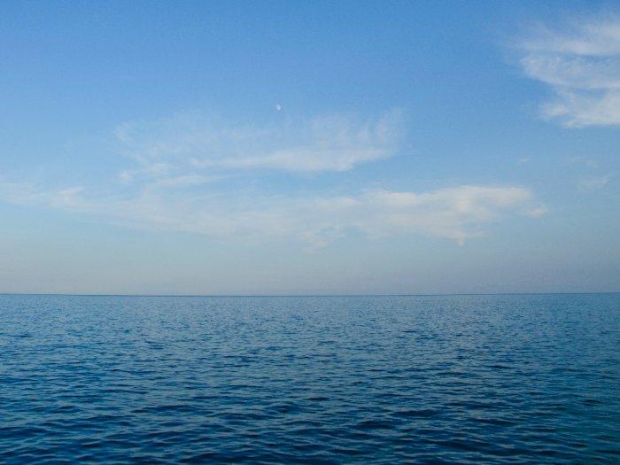 Berikut Ini Penjelasan Mengapa Air Laut Berwarna Biru yang #KAMUHARUSTAU