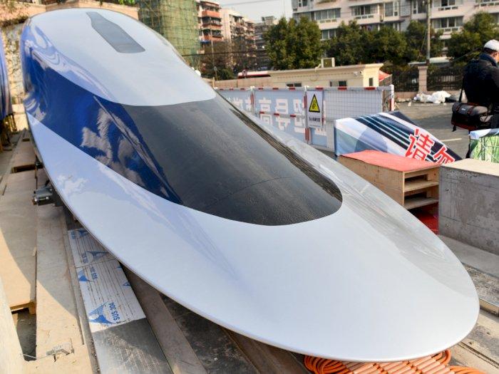 Prototype Kereta Cepat Buatan Tiongkok Ini Mampu Melaju Hingga 620 Km/Jam!