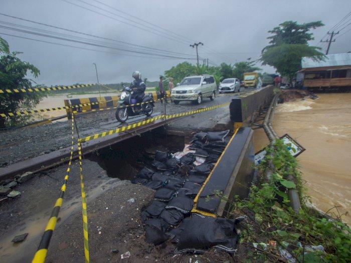 FOTO: Jalan Nasional di Kalsel Terputus