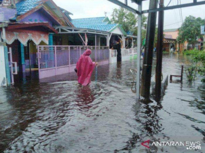 Banjir Makin Tinggi, Warga di Banjarmasin Mulai Mengungsi