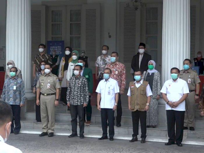 Anies Buka Vaksinasi Perdana untuk 21 Pejabat Publik dan Tokoh Agama di DKI
