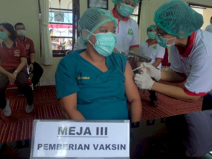 Ketua IDI Sebut Vaksin Jadi Harapan karena Obat Belum Ada dan Prokes Tak Diterapkan