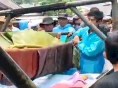 Memilukan 5 Mayat Korban Banjir Kalsel Ditemukan, Ditutup Pakai Daun Pisang
