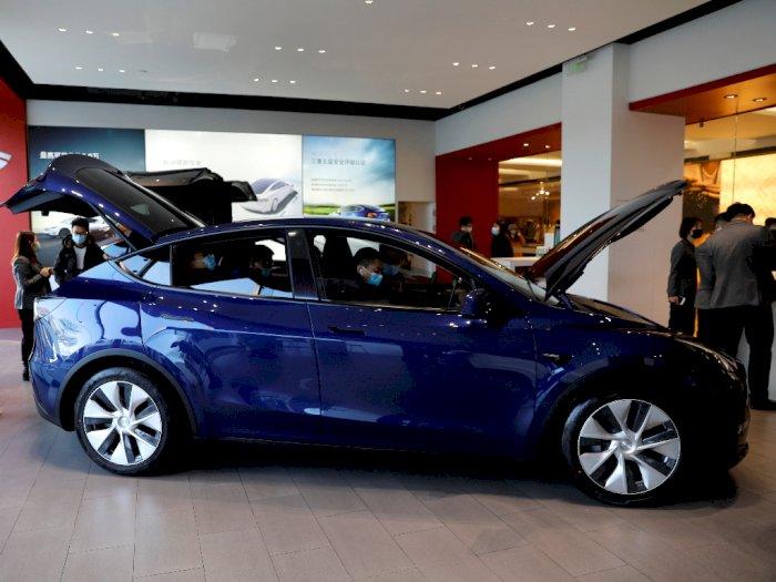 Layaknya Indigo, Mobil Tesla Ini Bisa 'Melihat' Hantu di  Kuburan!