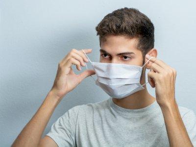 Mata Kering Jadi Salah Satu Efek Terlalu Lama Pakai Masker, Ini Penyebabnya