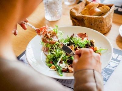 Melakukan Diet Juga Mencegah Penyakit Stroke dan Jantung, Lho!