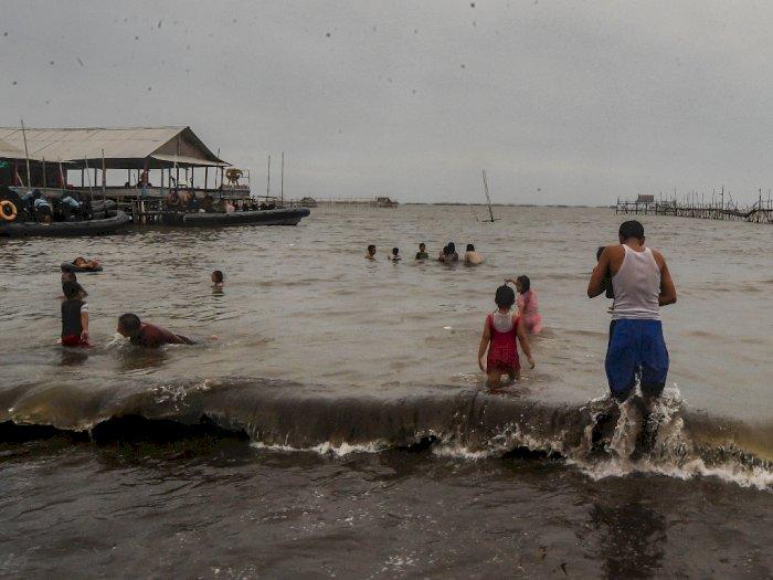 FOTO: Wisata Pantai Tanjung Kait Tetap Buka Saat Pandemi