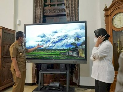 Mensos Risma Pantau Dampak Erupsi Gunung Semeru di Lumajang