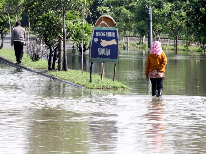 FOTO: Banjir di Jalan Raya Porong Sidoarjo