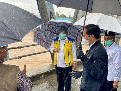 Diguyur Hujan, Presiden Jokowi Tinjau Bencana Banjir di Kalsel, Langsung Beri Perintah Ini