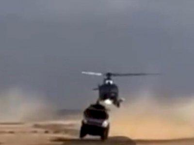Ini Detik-detik Helikopter Terbang Rendah dan Senggol Truk Rusia!