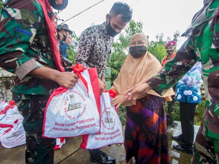 FOTO: Paket Bantuan Sembako Jokowi Untuk Korban Banjir di Kalsel