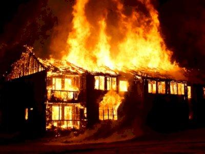 Dua Peristiwa Kebakaran di Jakarta Terjadi Pada Malam dan Dini Hari