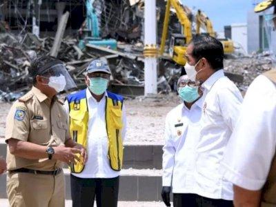 Presiden Jokowi Lihat Langsung Kantor Gubernur Sulbar yang Roboh Akibat Gempa di Mamuju