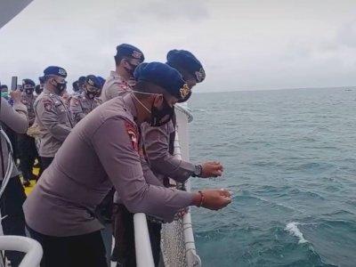 Momen Haru Prosesi Tabur Bunga untuk Korban Pesawat Sriwijaya Air, Bikin Netizen Sedih