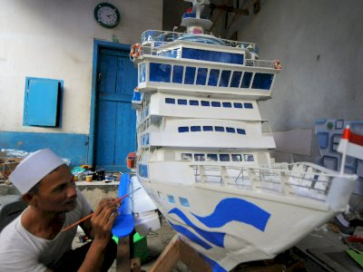 FOTO: Kerajinan Miniatur Kapal Pesiar di Bandar Lampung