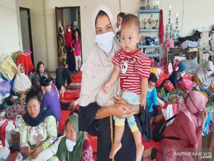 Sedih! Semua Barangnya Tak Terselamatkan Diterjang Banjir, Istri Buruh Bangunan Pasrah