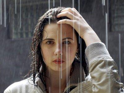 Merawat Kulit Wajah di Musim Hujan, Simak Yuk!