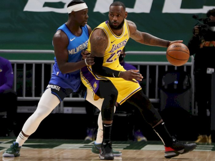 FOTO: LeBron James Bawa Lakers Kalahkan Bucks 113-106