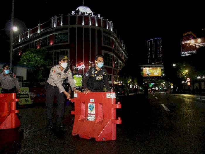 FOTO: Penutupan Jalan di Masa PPKM di Surabaya