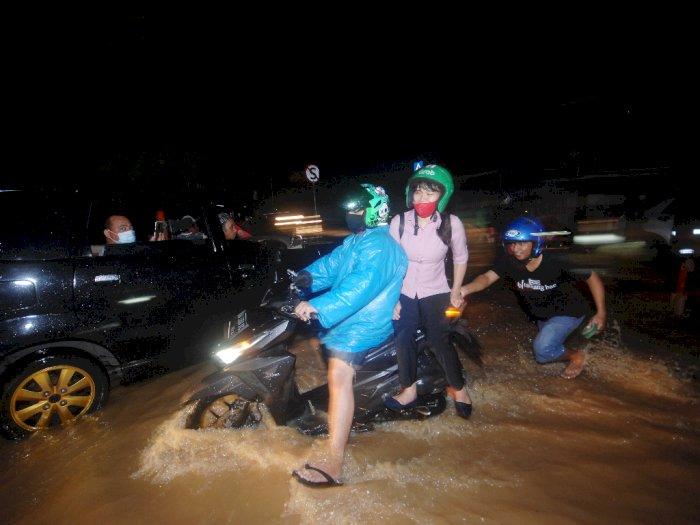 FOTO: Hujan Lebat Menyebabkan Banjir di Manado