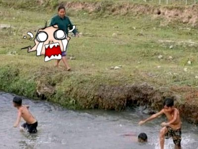 Viral Potret Bocah Dikejar Emak Karena Main di Sungai, Bawa 'Alat' yang Bikin Anak Ngacir