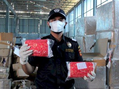 FOTO: Otoritas Pabean Dumai Amankan APD Bekas dan Obat Selundupan